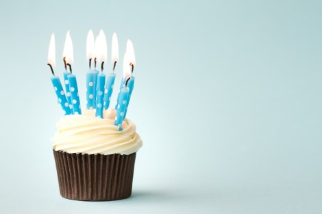 happy-birthday-cupcake-wallpaper-4