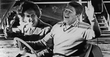 22dez1984---a-entao-primeira-ministra-margaret-tatcher-e-o-entao-presidente-dos-estados-unidos-ronald-reagan-acenam-apos-se-encontrarem-na-base-militar-camp-david-nos-eua-thatcher-que-mo